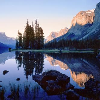 Am Maligne Lake